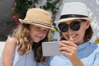 Postare foto online dei figli: e se i genitori sono separati?