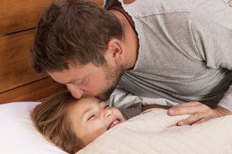 Genitori separati e figli piccoli: da che età dormire col papà?